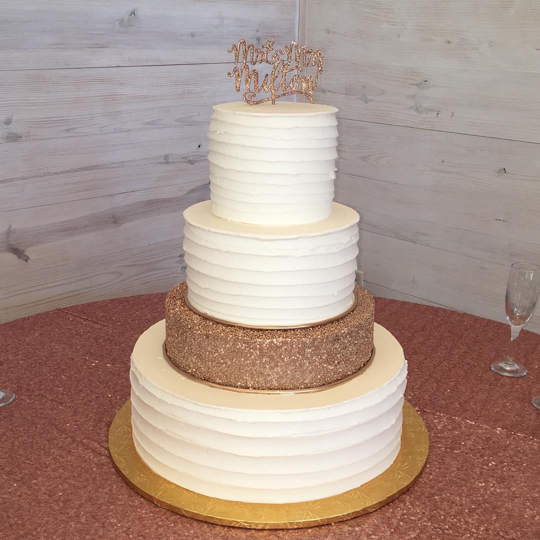 Congratulations Mr. And Mrs. Milton! #cakesofinstagram #cakestagram #weddingcake