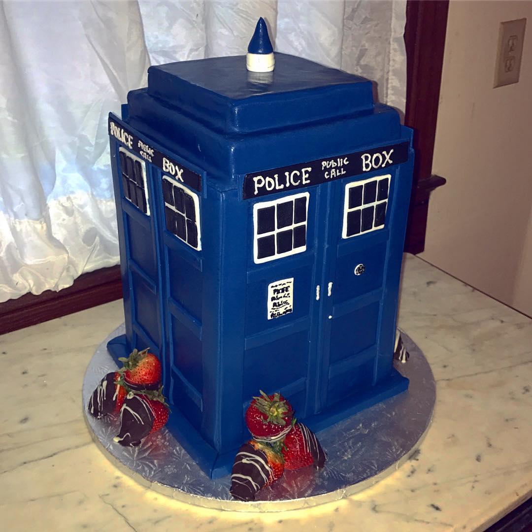 #groomscake #tardis #doctorwho #cakestagram #cakesofinstagram