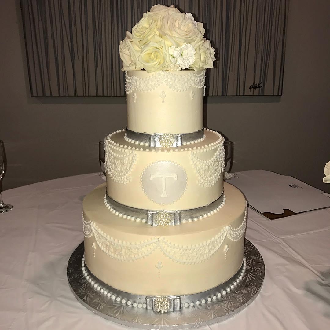 #cakestagram #cakesofinstagram #weddingcake