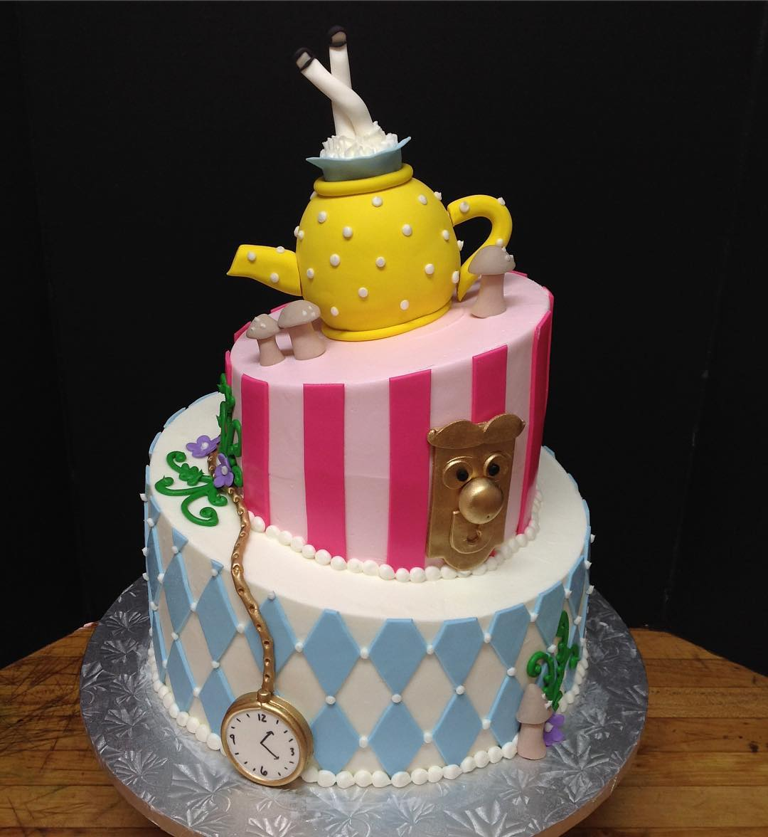 #cakesofinstagram #cakestagram #aliceinwonderland