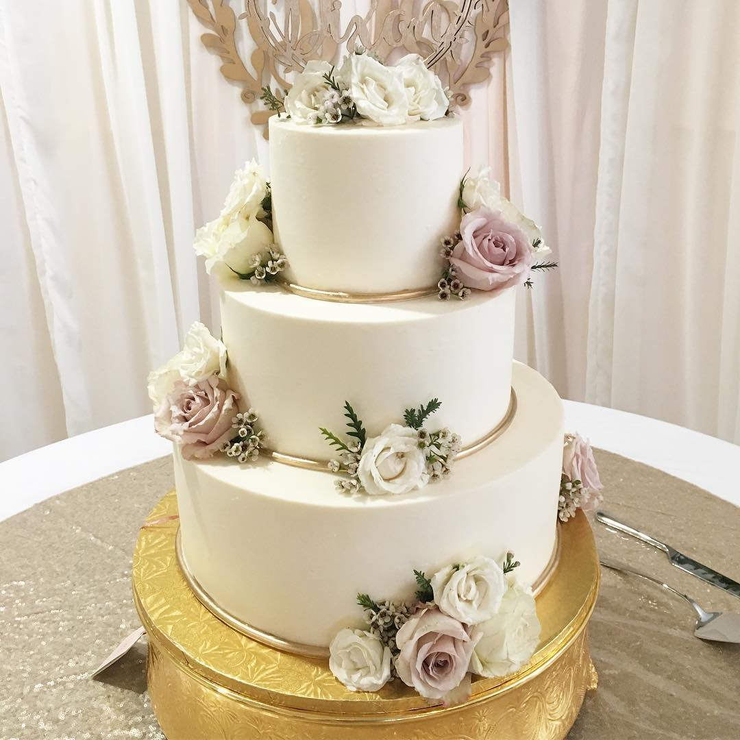 Congratulation Mr. And Mrs. Dixon! #weddingcake #cakestagram #cakesofinstagram