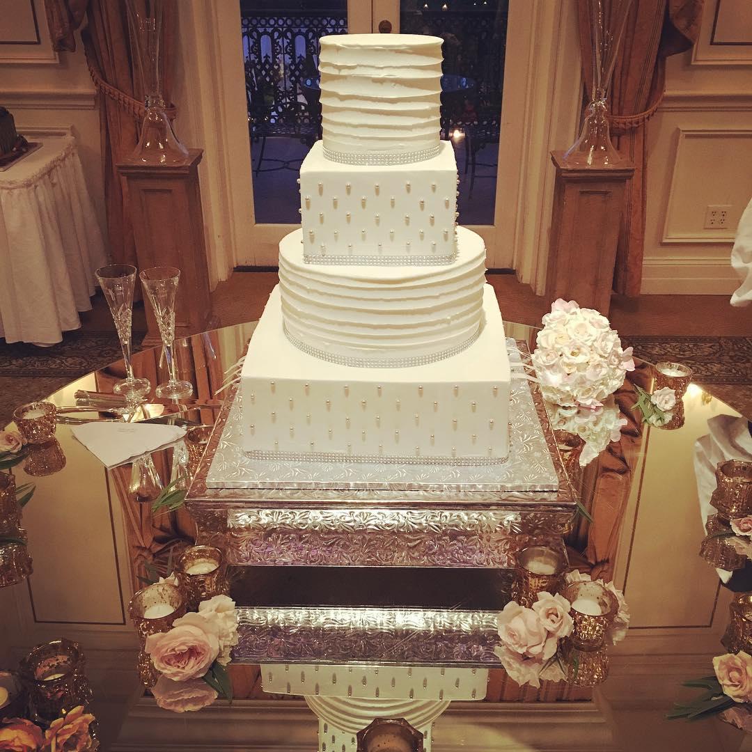 Congratulations Brent and Shelby! #weddingcake #cakesofinstagram #cakestagram