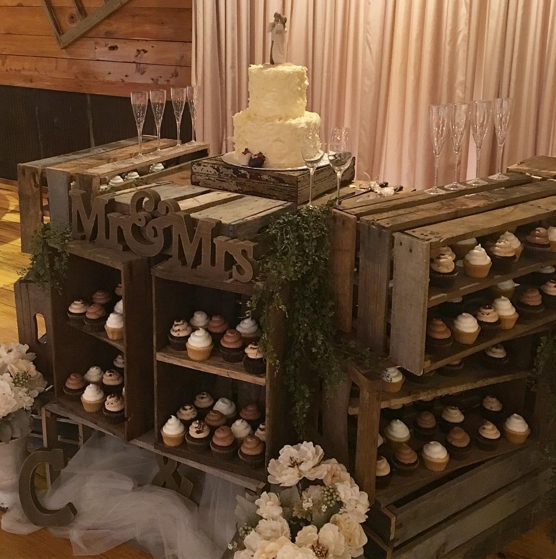 What a cute setup! #cupcakes #weddingcake #cakestagram #cakesofinstagram