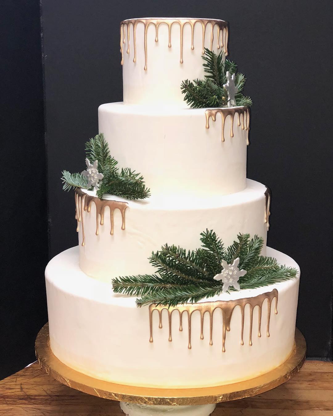 🎶Silver and Gold 🎶 #weddingcake #cakestagram #cakesofinstagram #golddrip #silverandgold