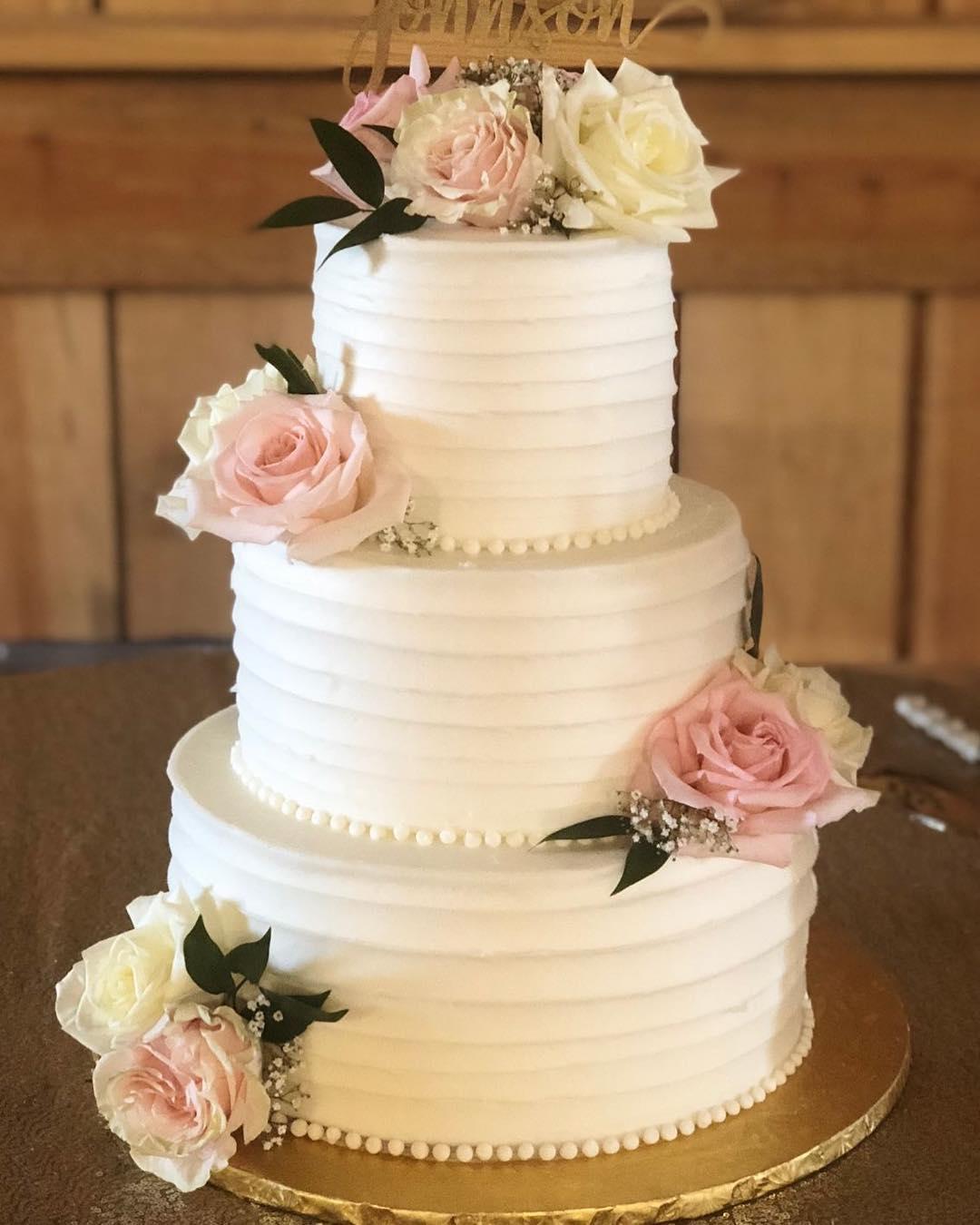 Congratulations Mr. and Mrs. Johnson! #weddingcake #cakestagram #cakesofinstagram